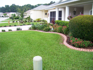 Custom lawn curb installed in Pasco County
